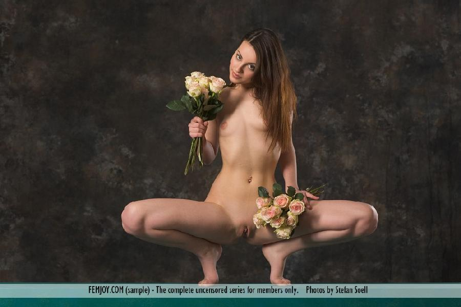 Lorena Garcia naked with flowers - 2