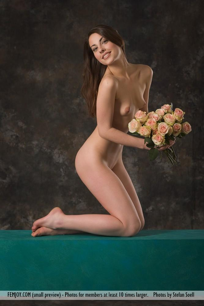 Lorena Garcia naked with flowers - 3