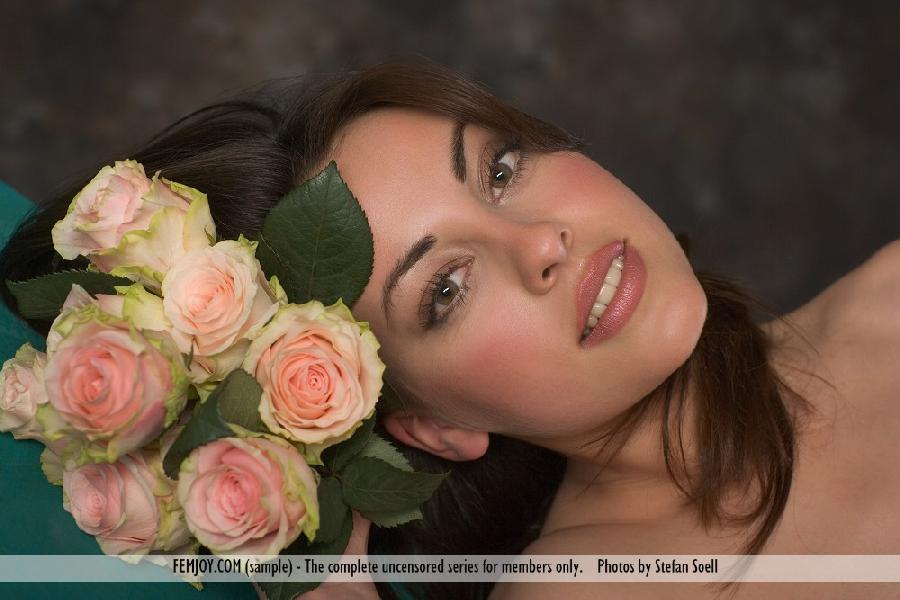 Lorena Garcia naked with flowers - 4