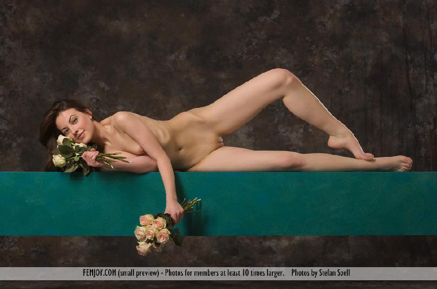 Lorena Garcia naked with flowers - 5