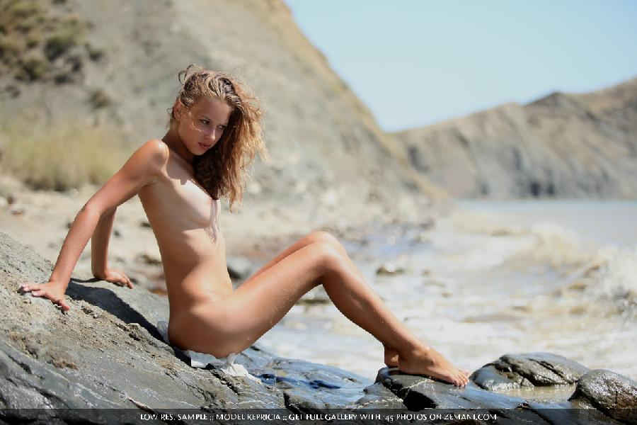 New smoking hot model gets naked on sand - Kepricia - 13