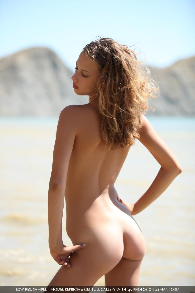 new smoking hot model gets naked on sand   kepricia 15