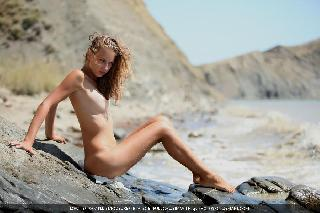 New smoking hot model gets naked on sand - Kepricia