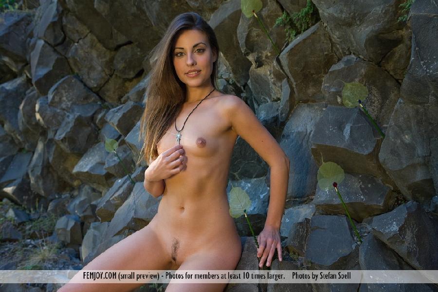 Gorgeous Lorena Garcia nude in the rocks - 3