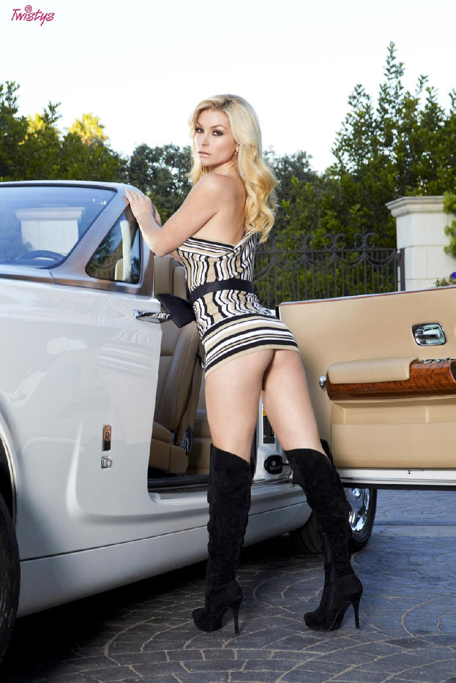 Heather Vandeven wanna catch a ride - 1
