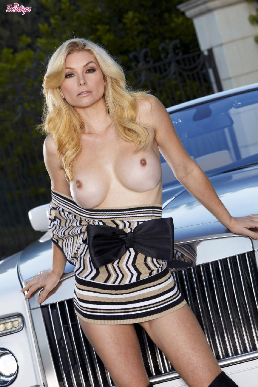 Heather Vandeven wanna catch a ride - 3