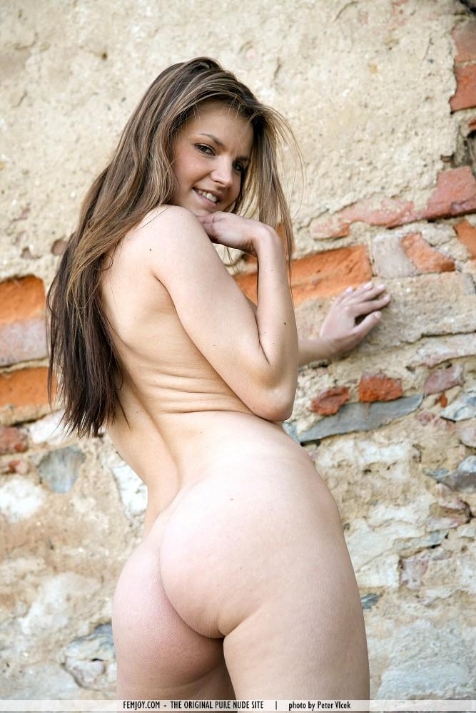 Suzie Carina and her big ass outdoors - 4