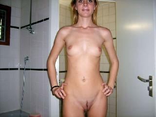 Skinny amateur shows her holes