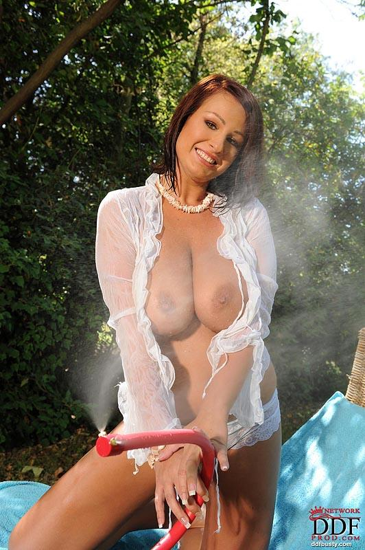 Hot and wet solo action in the garden with LaTaya Roxx - 3