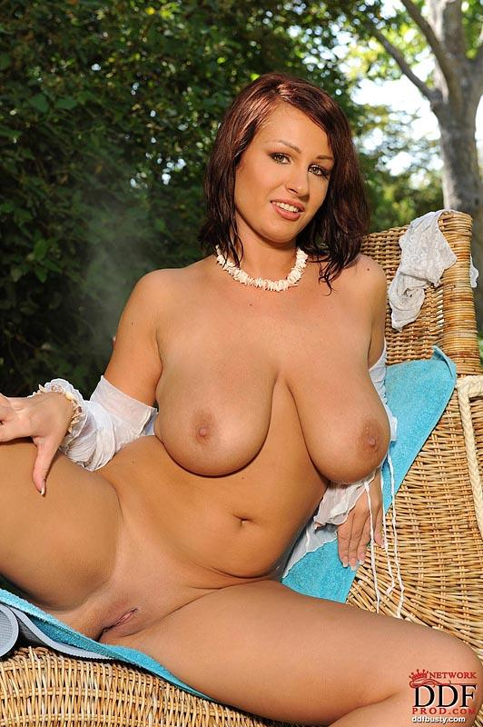 Hot and wet solo action in the garden with LaTaya Roxx - 4