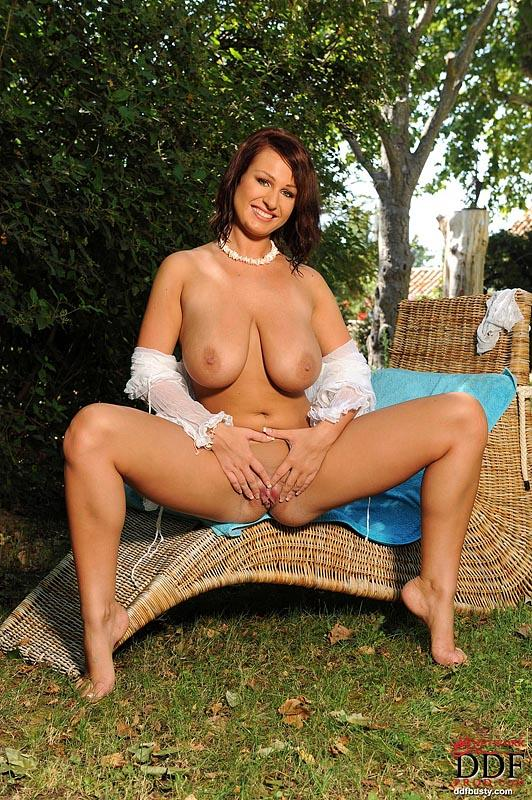 Hot and wet solo action in the garden with LaTaya Roxx - 5