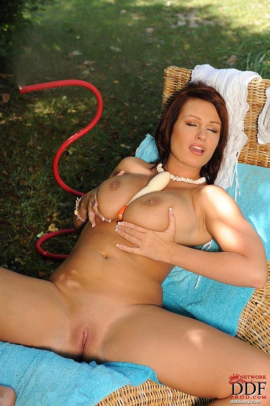 Hot and wet solo action in the garden with LaTaya Roxx - 7