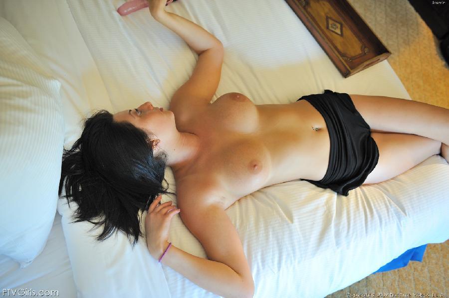 Jasmine Delatori pink dildo in pussy - 9