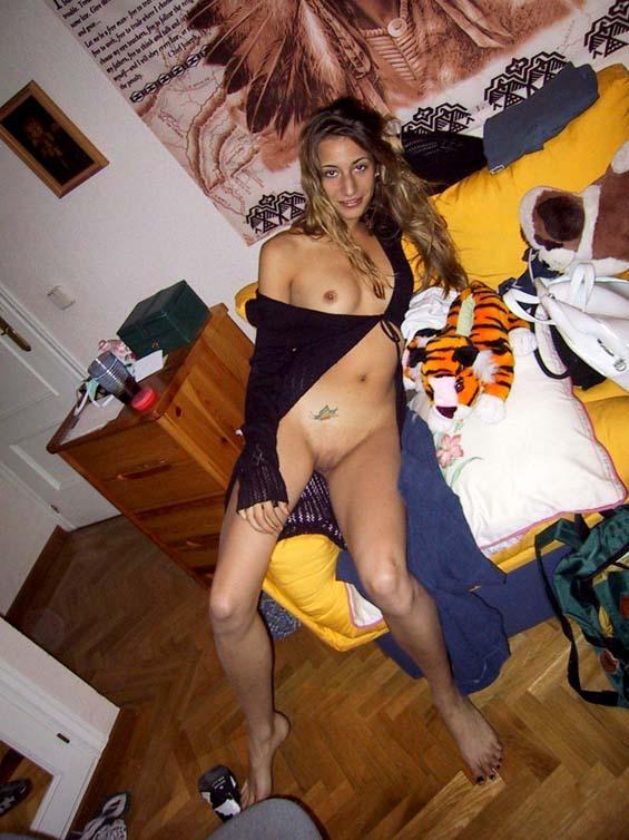Skinny amateur spreading her legs - 2