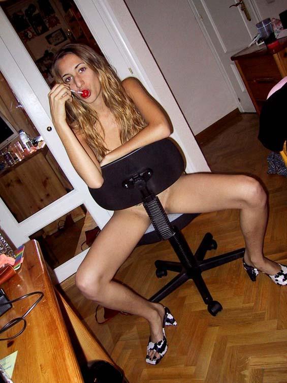 Skinny amateur spreading her legs - 3