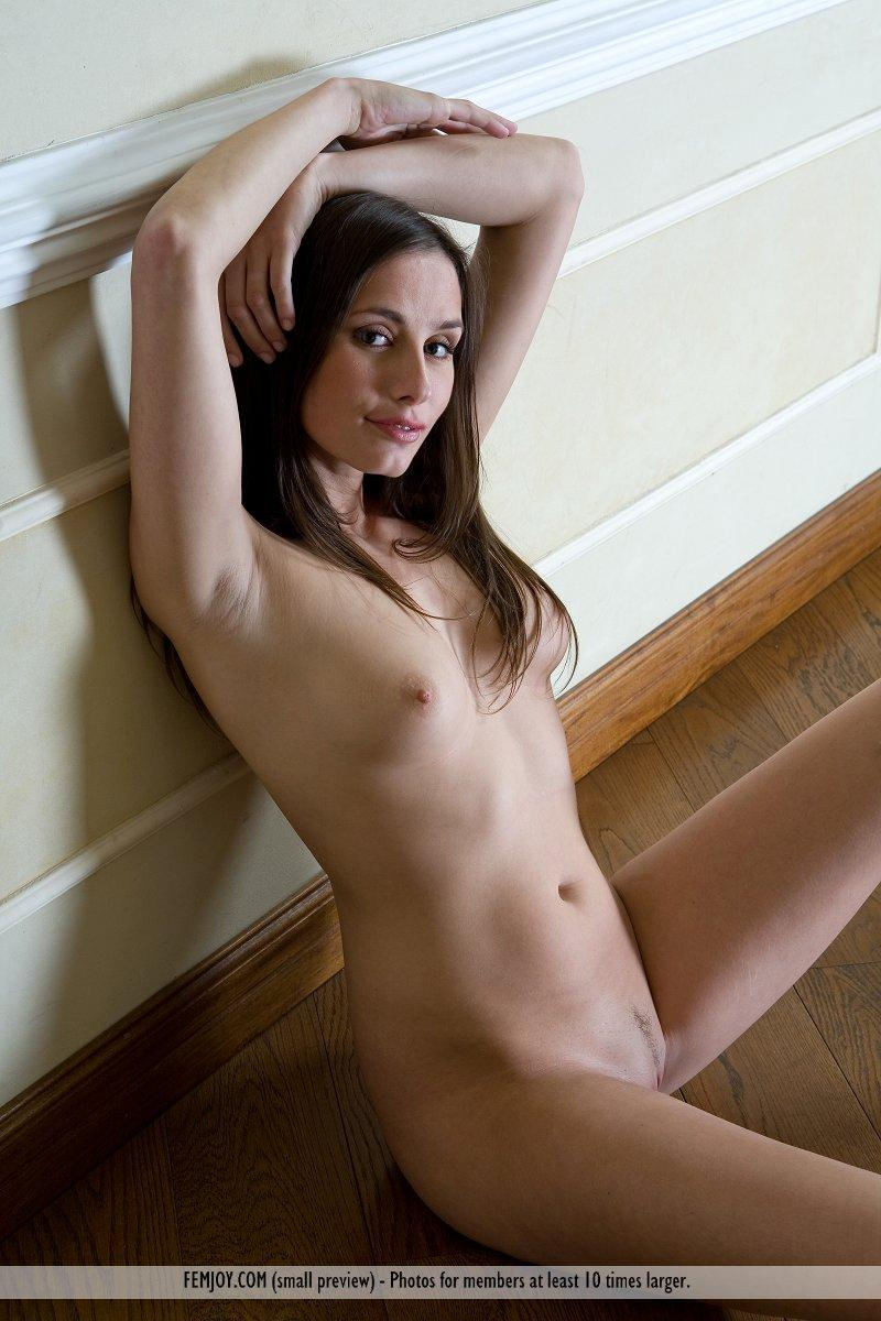 Gigi Lightspeed naked and smiling - 3