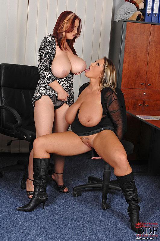 лесбиянки с большими грудями фото