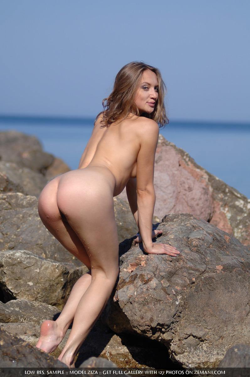 Pretty dark blonde takes her cloth off in the water and remains naked - Ziza - 6