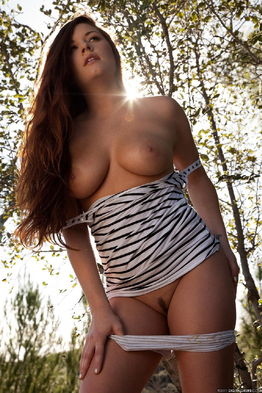 Talia Palmer and her tits under the sun - 8