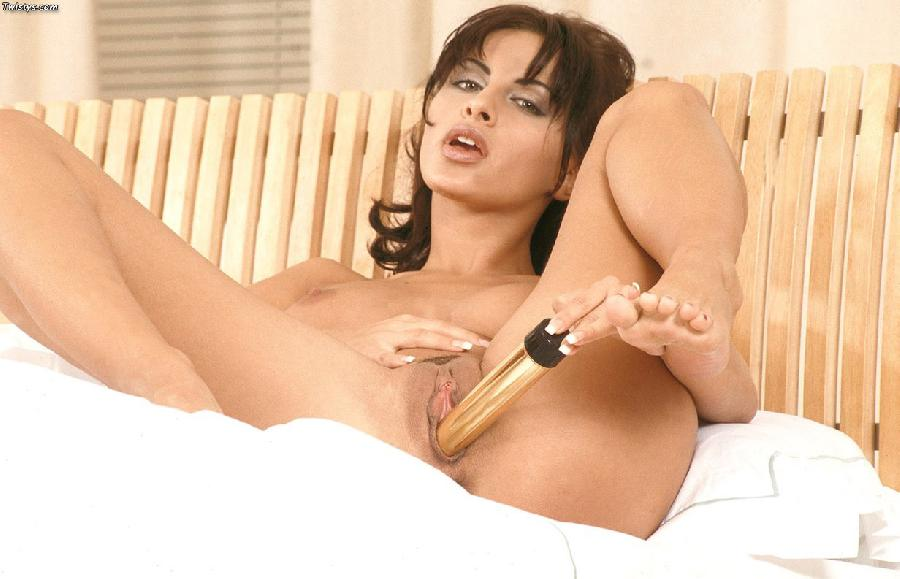 Veronica Vanoza shows her wonderful boobs and juicy pussy - 10