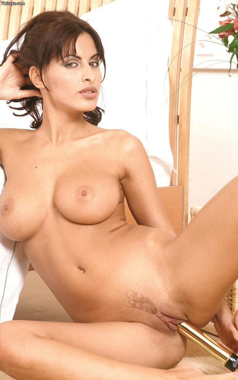 Veronica Vanoza shows her wonderful boobs and juicy pussy - 6