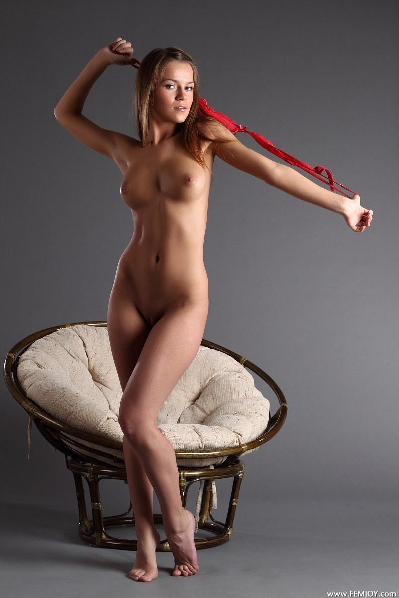 Gorgeous girl with stunning naked body - Yolanda - 1
