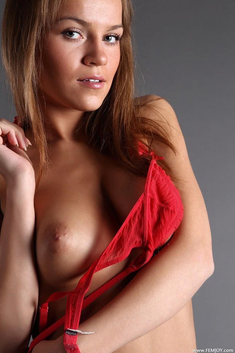 Gorgeous girl with stunning naked body - Yolanda - 2