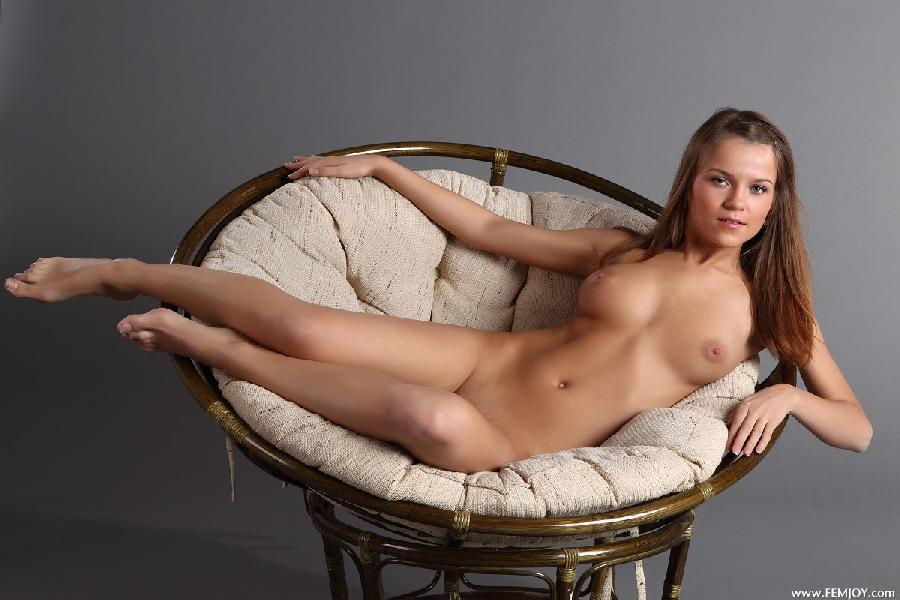 Gorgeous girl with stunning naked body - Yolanda - 6