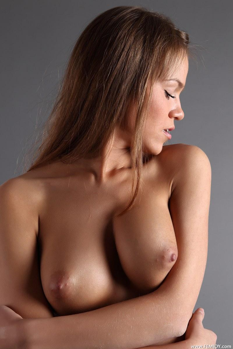 Gorgeous girl with stunning naked body - Yolanda - 9
