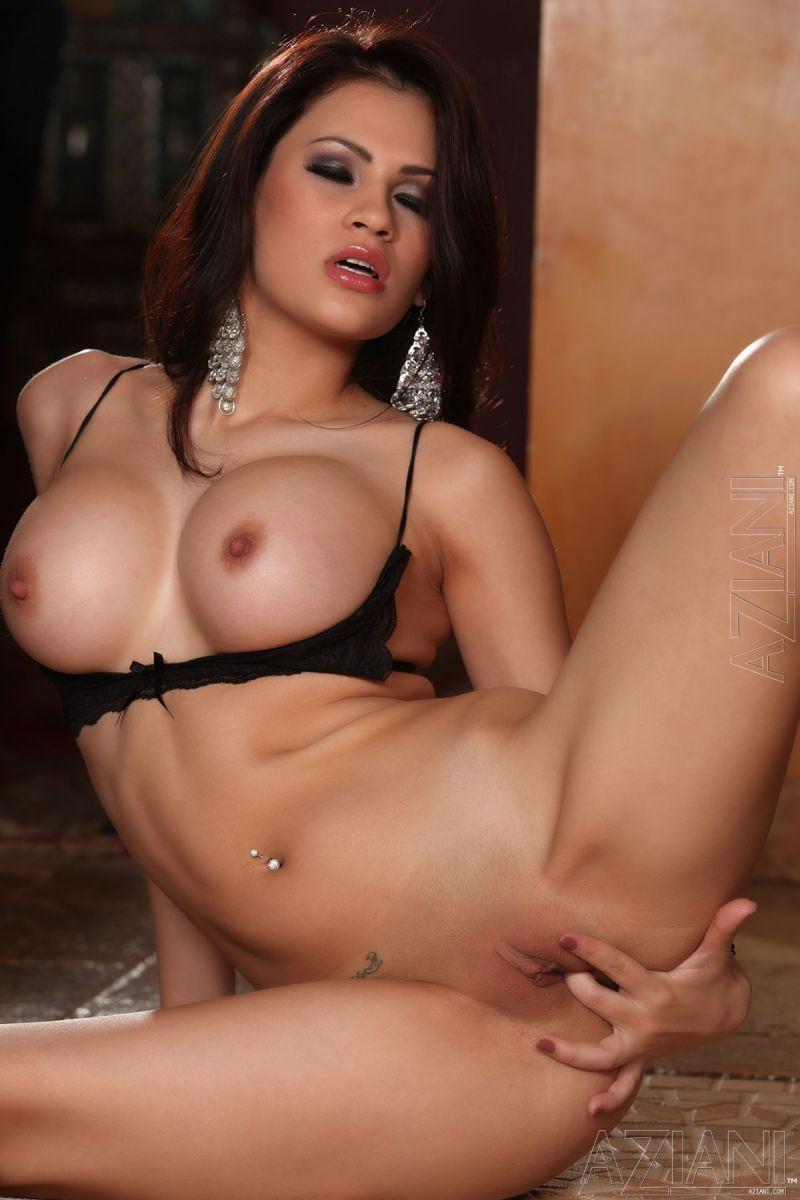 Sexy Vanessa Veracruz bares in hot poses - 9