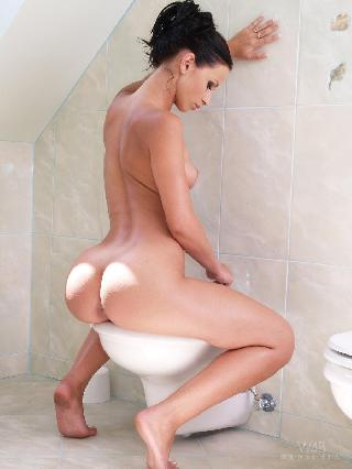 Great chick is washing her shaved pussy - Zuzana M
