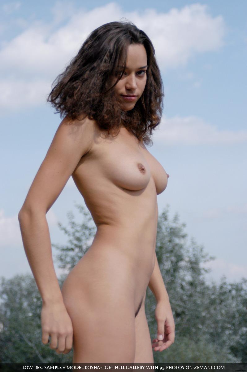 Charming Kosha meditates naked on the roof - 1