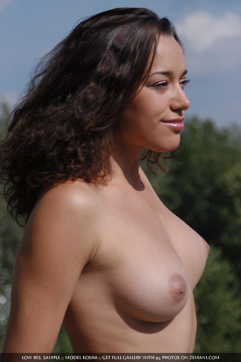 Charming Kosha meditates naked on the roof - 13