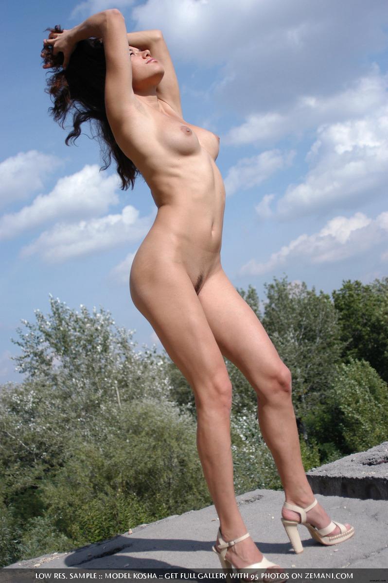 Charming Kosha meditates naked on the roof - 14