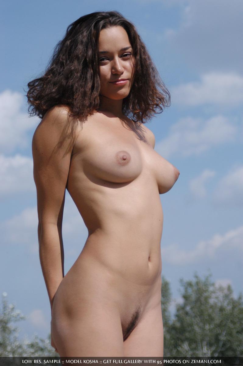 Charming Kosha meditates naked on the roof - 15