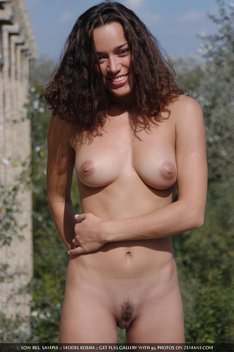Charming Kosha meditates naked on the roof - 16
