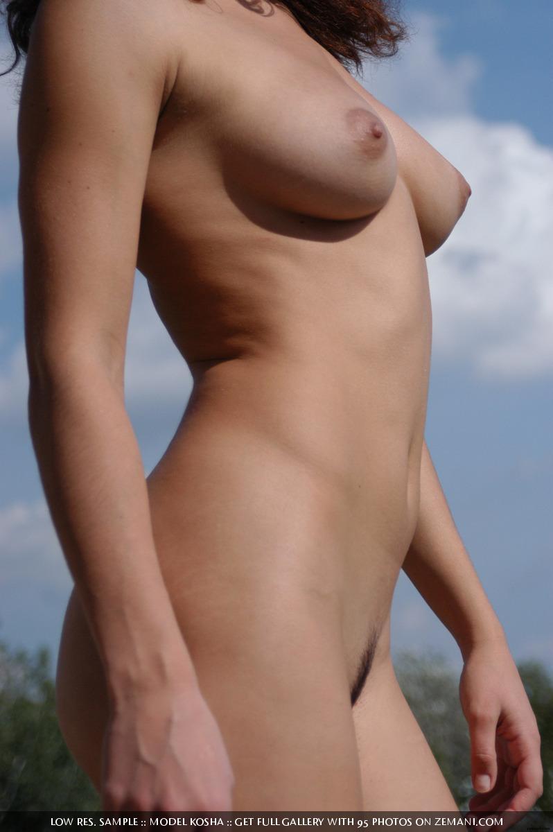 Charming Kosha meditates naked on the roof - 9