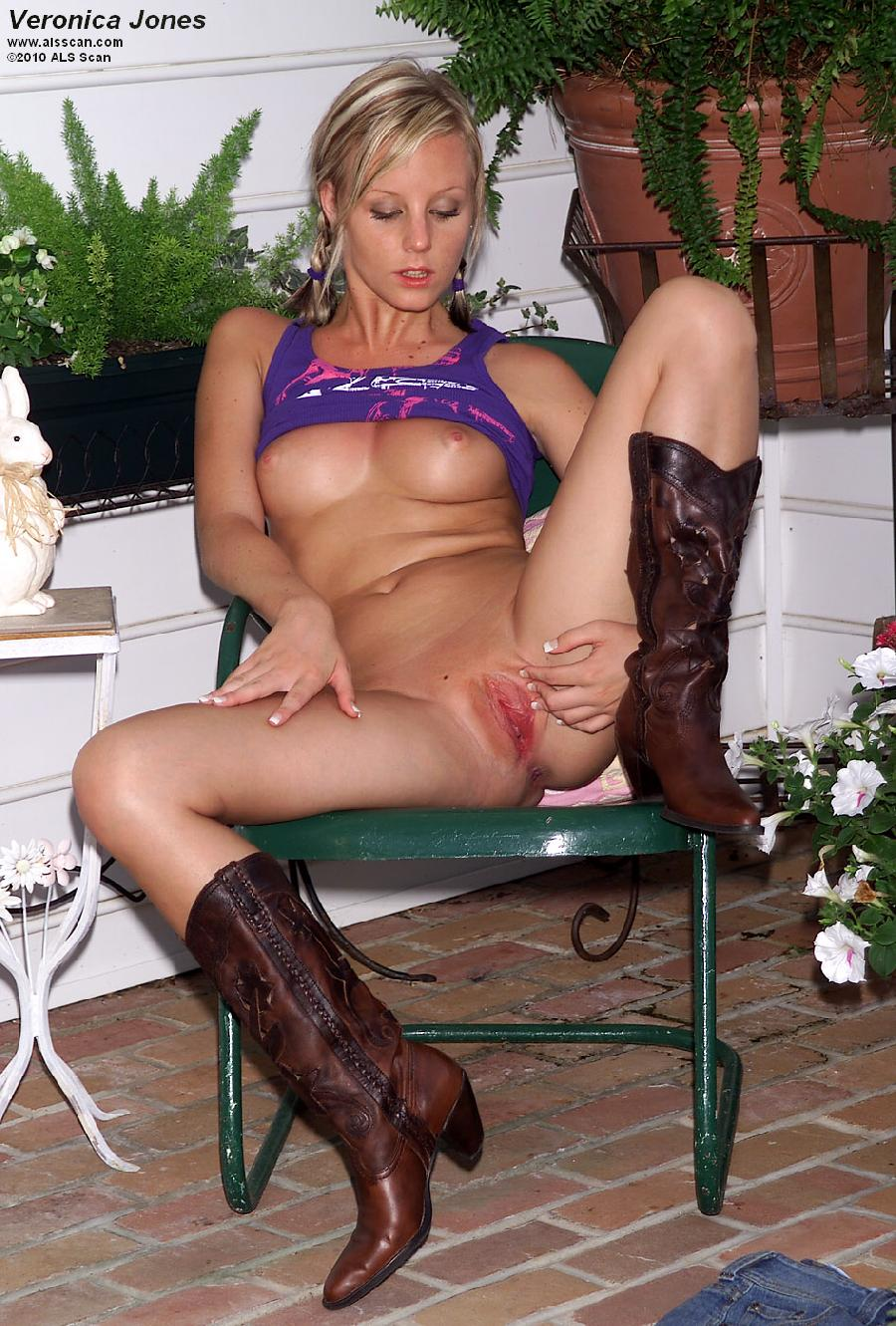 Blonde cowgirl with red wet pussy - Veronica Jones  - 6