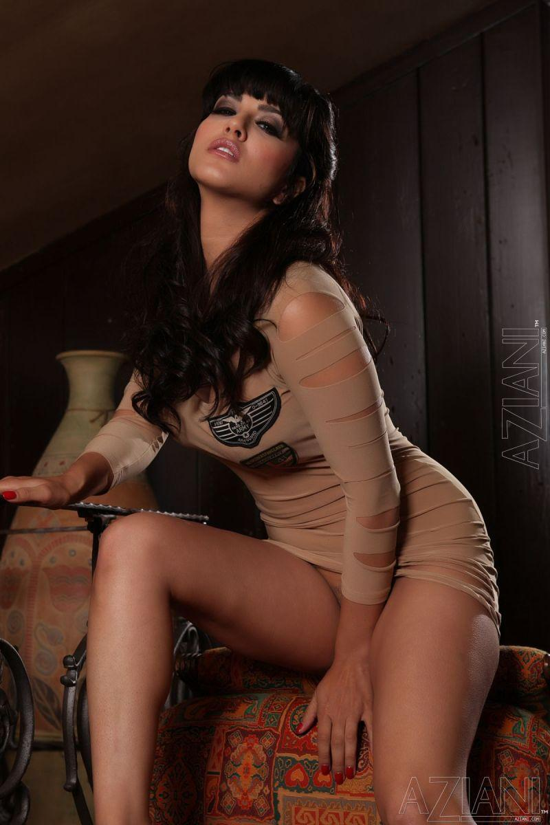 Sunny Leone in tight dress and no panties - 1