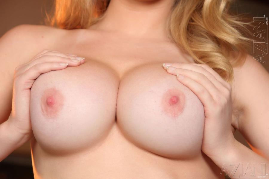 Blonde model with sweet pierced pussy - Kagney Linn Karter - 5