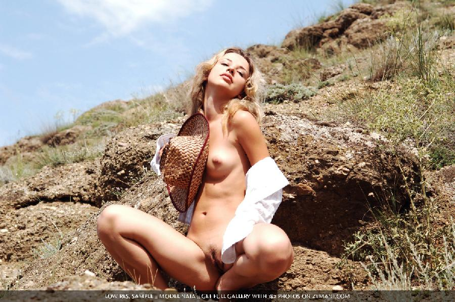 American cowboy girl naked in field - Nata - 12