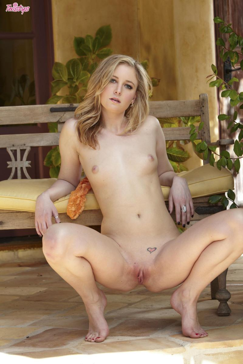 Voluptuous chick takes off her yellow dress outdoor - Tatum Woods - 12
