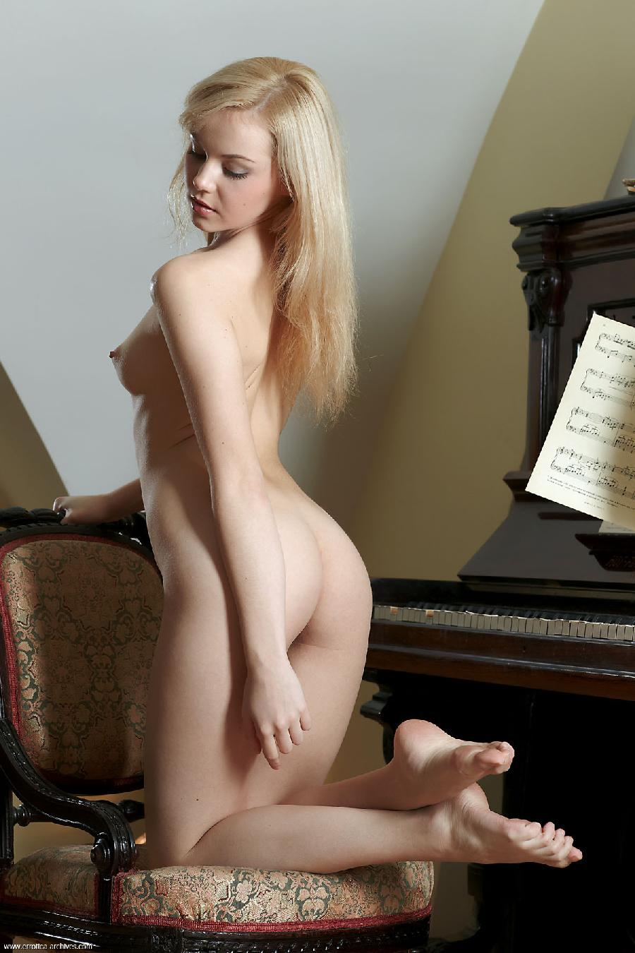 Sexy Jelka strips by the piano - 10