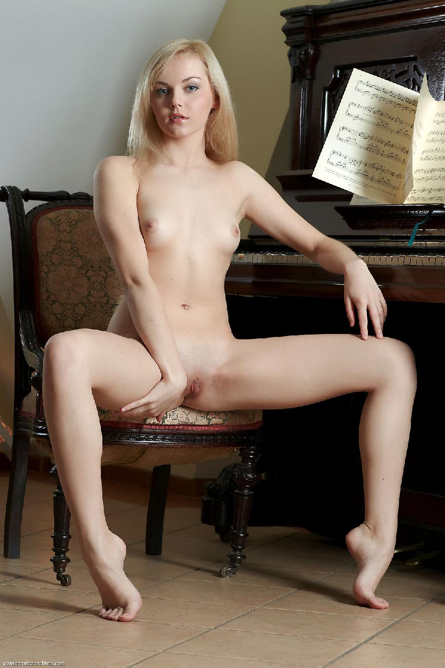 Sexy Jelka strips by the piano - 5