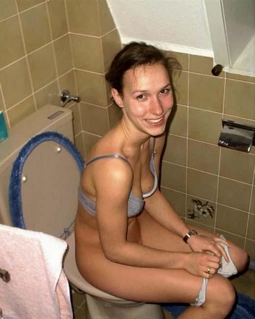 toilet on Nude sitting girls