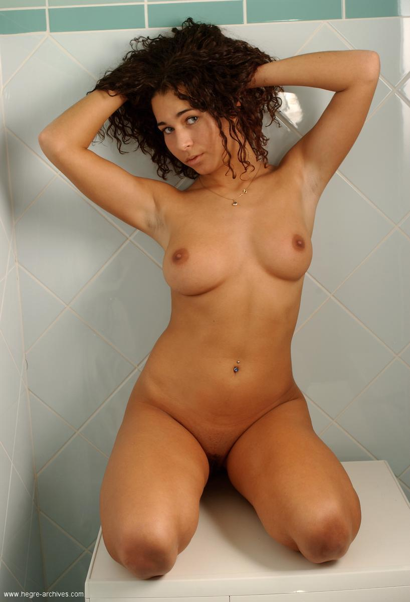 women naked curly