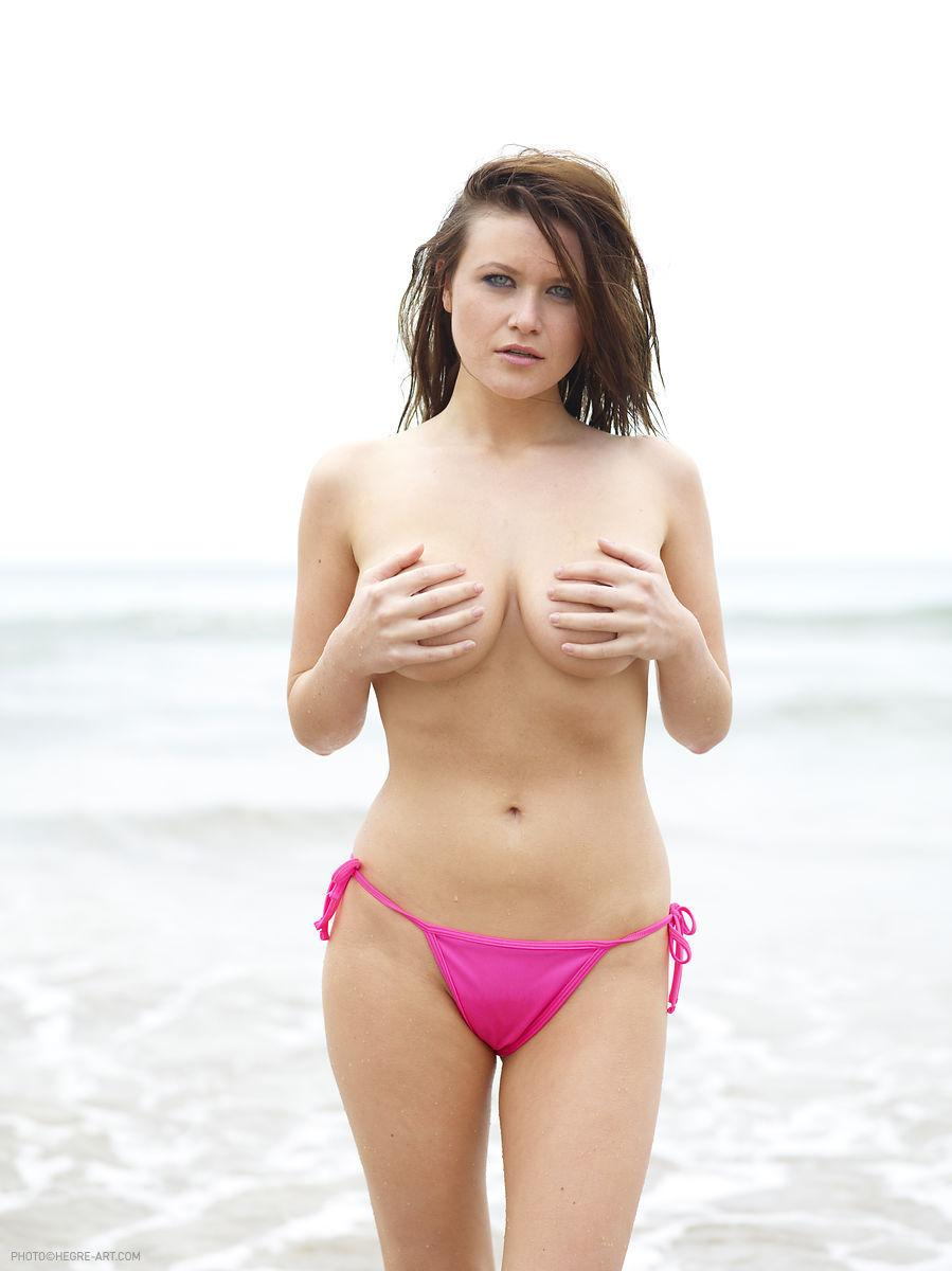 Marjana strips her pink bikini on the beach - 10