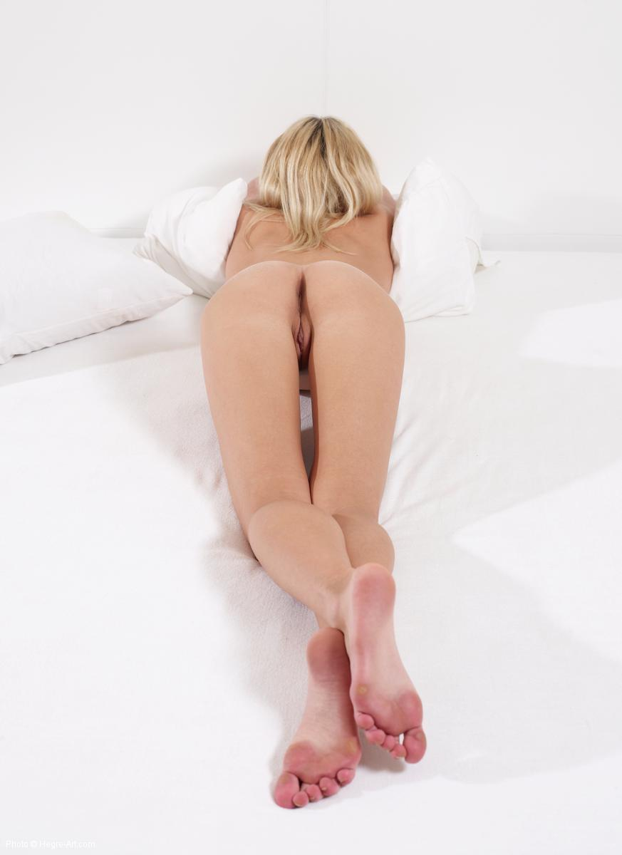 Blonde girl spreads her legs - Keana - 10