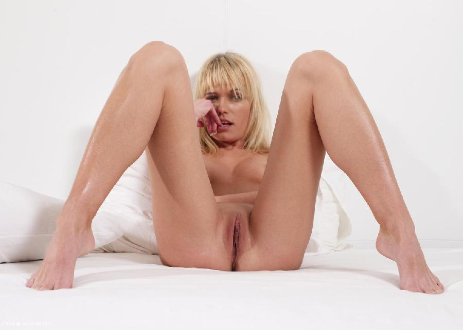 Blonde girl spreads her legs - Keana - 8