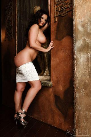 Compelling woman with sexy body - Aria Giovanni